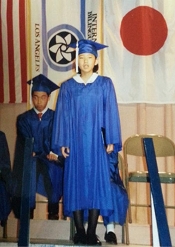 卒業式に日本語と英語の両方でスピーチ