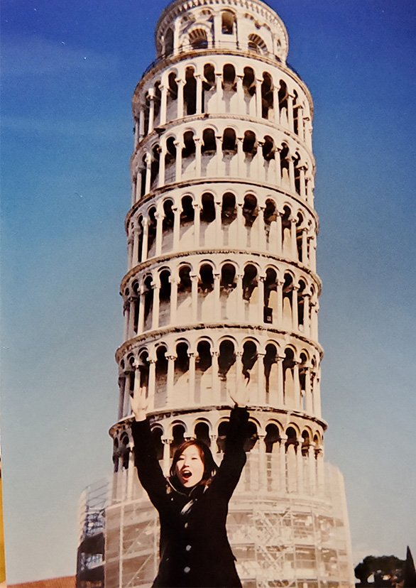友人とイタリア・ピサの斜塔にて