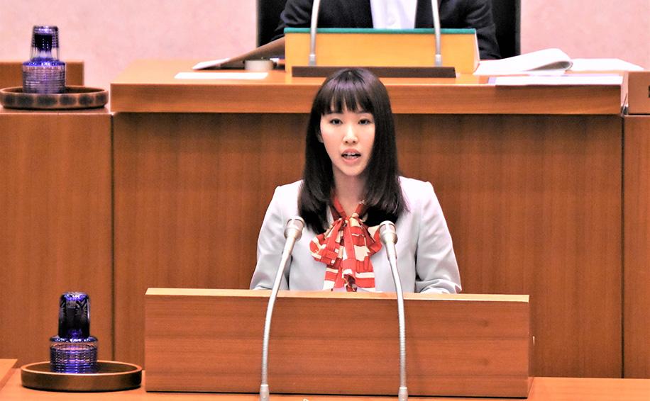 一般質問に登壇する水野ゆうき千葉県議会議員