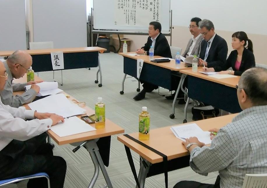 我孫子市長とともに会合に出席する水野ゆうき千葉県議会議員