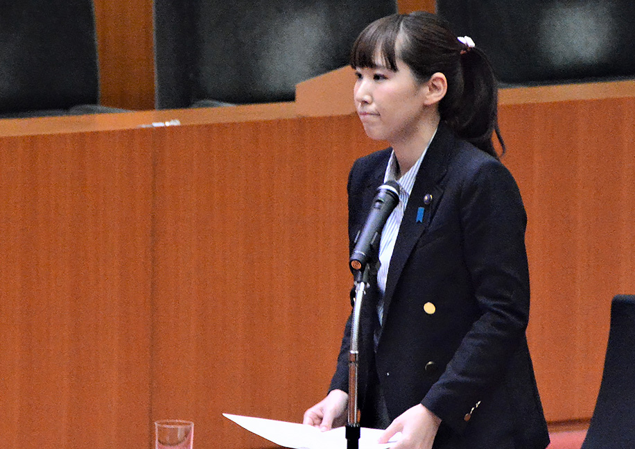 予算委員会に登壇する水野ゆうき千葉県議会議員